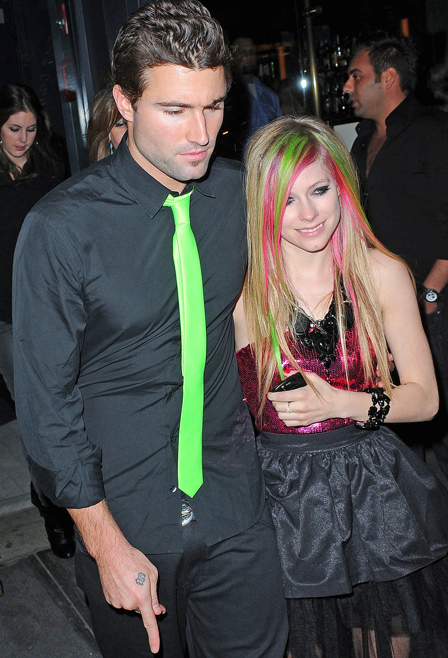 Avril lavigne dating 2012